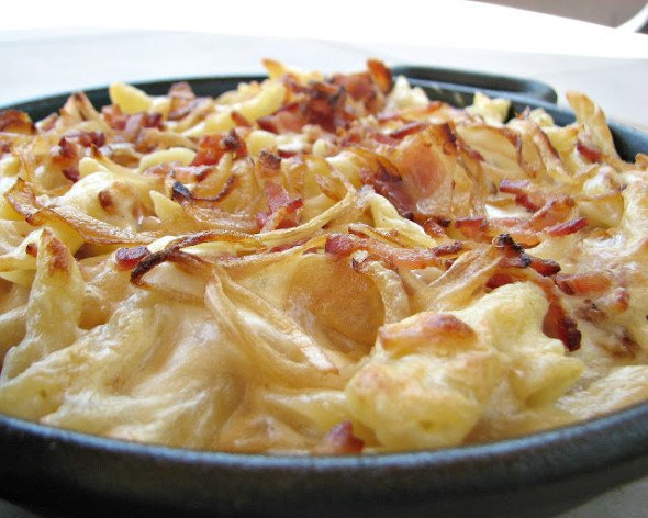 Creamy Bacon Macaroni and Cheese with caramelized onions