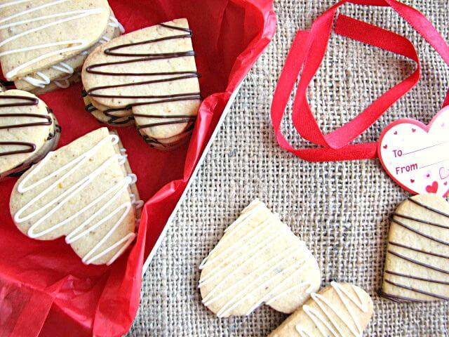 Light and tasty lemon rosemary shortbread cookies