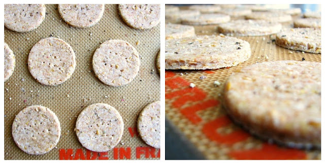 Amazing crackers with flaxseed and black pepper
