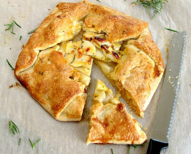 Flaky apple and cheddar crostata pie
