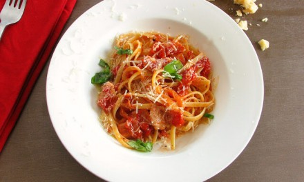 Simple Fettuccine with Bacon and Tomato