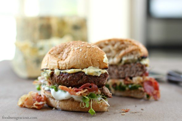 Blue cheese burger with pancetta and fresh greens