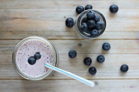 A refreshing blueberry smoothie with ice cream