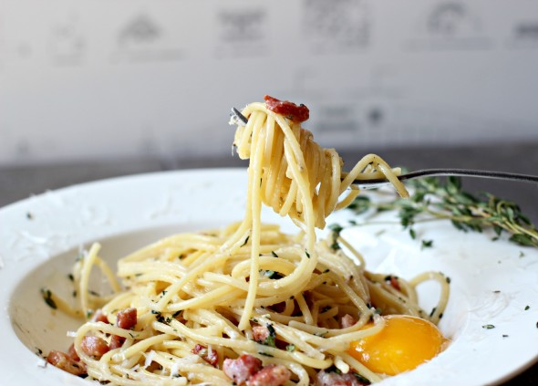 Fresh pasta carbonara with ham