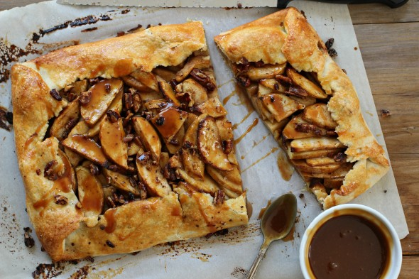 Buttery caramel apple galette