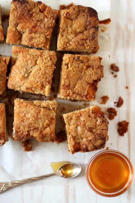 Honey coffee cake with a crumb topping