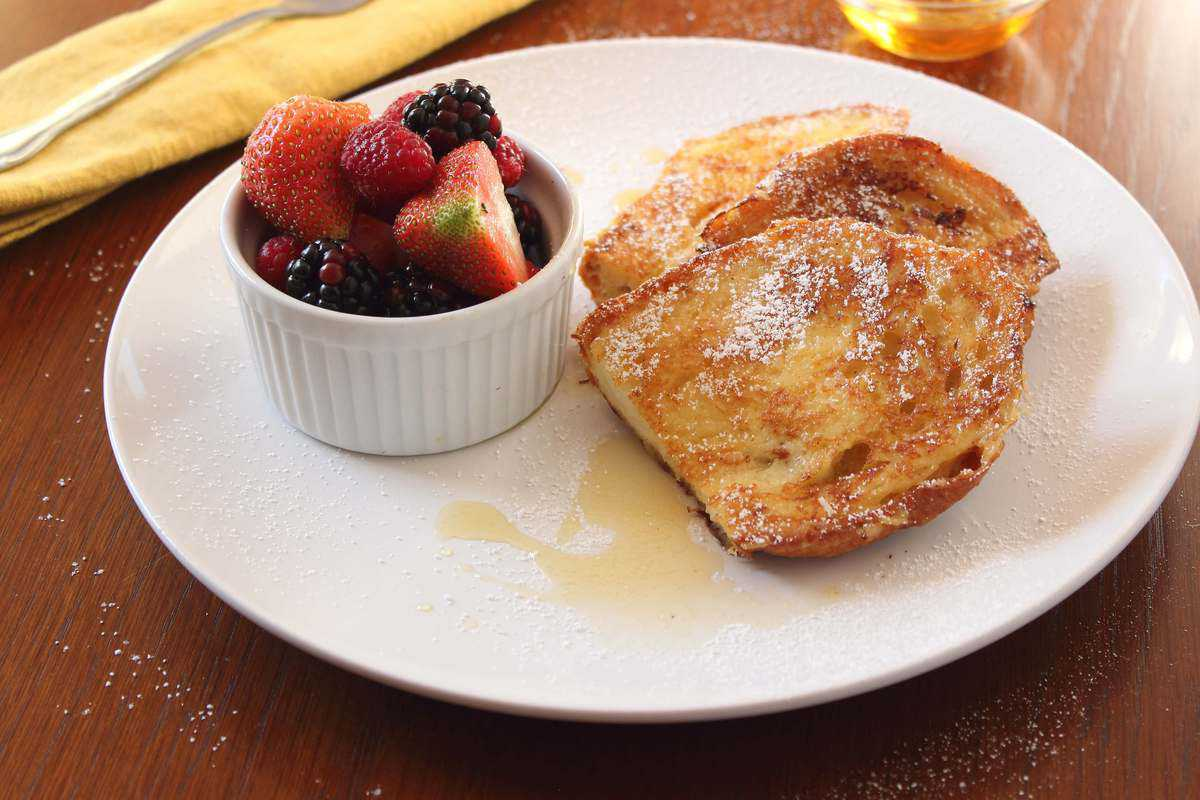 Simple French Toast with Maple Syrup