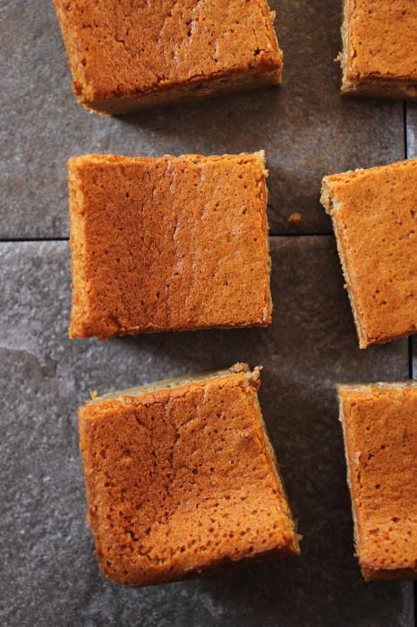 Moist gingerbread magic cake