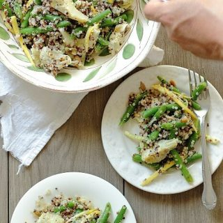 Fresh green beans with quinoa and artichokes