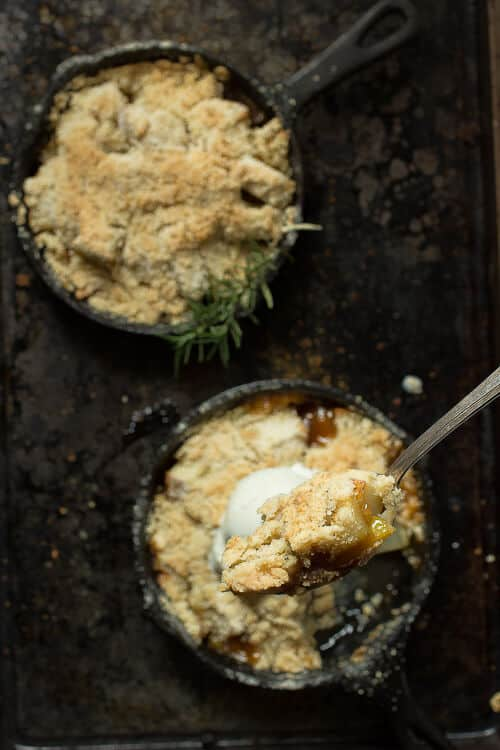 Sweet ripe pears with a brown sugar glaze and buttery topping make this pear crumble the best!