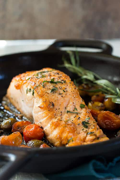 Salmon with tarragon and tomatoes