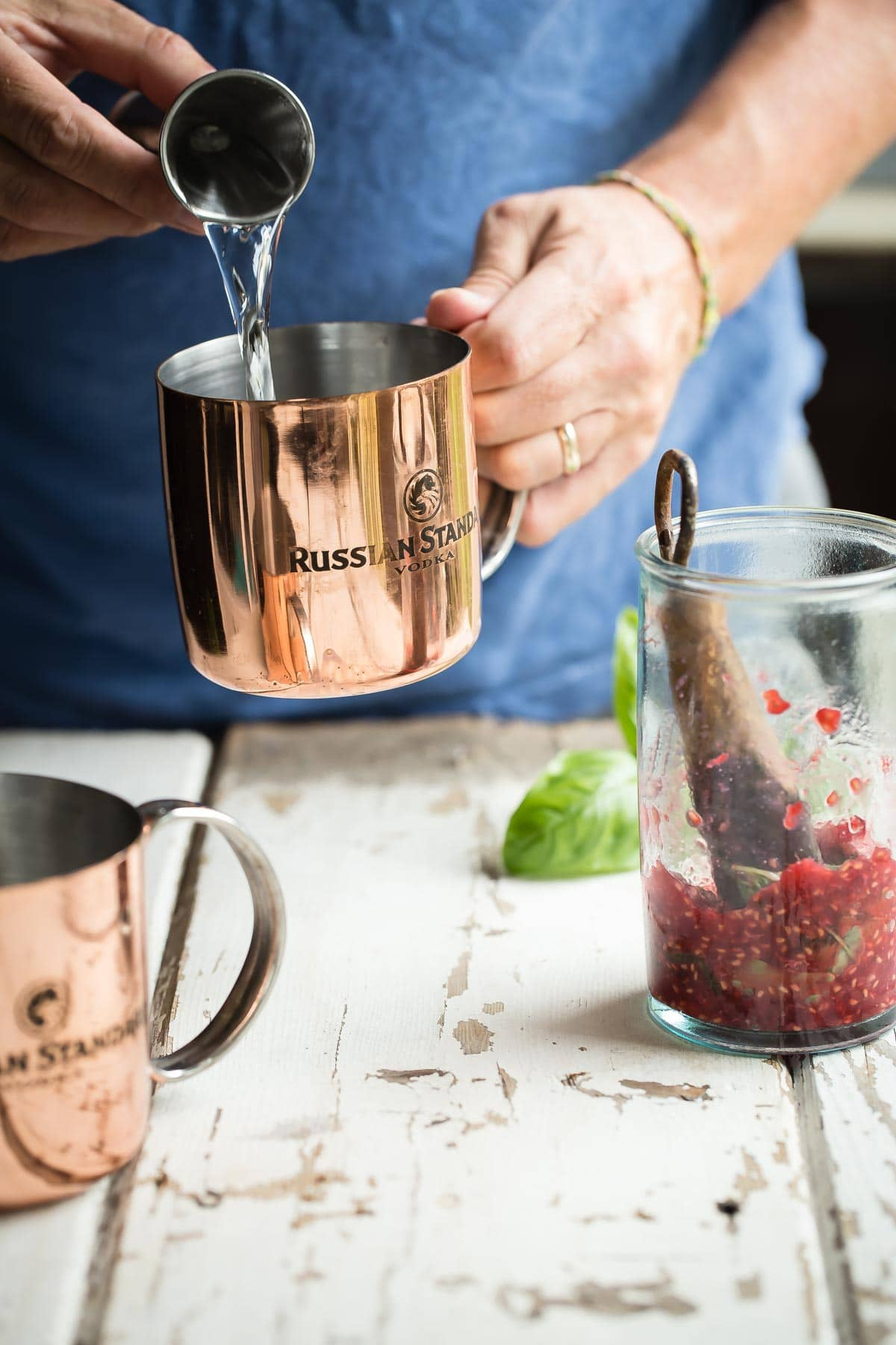 A traditional Moscow Mule with a fruity herby twist. Raspberry basil muddle, vodka, lime and ginger beer makes this the perfect boozy white sandy beach drink.