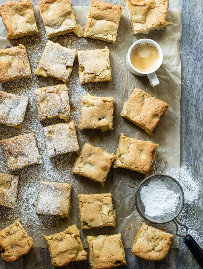 A giant plate of moist Caramel Apple Blondies are just what we all want as a snack, right? Soft and heavy on the butter with chunks of apples cooked in a caramel sauce, these blondies are your new bee-eff-eff!!