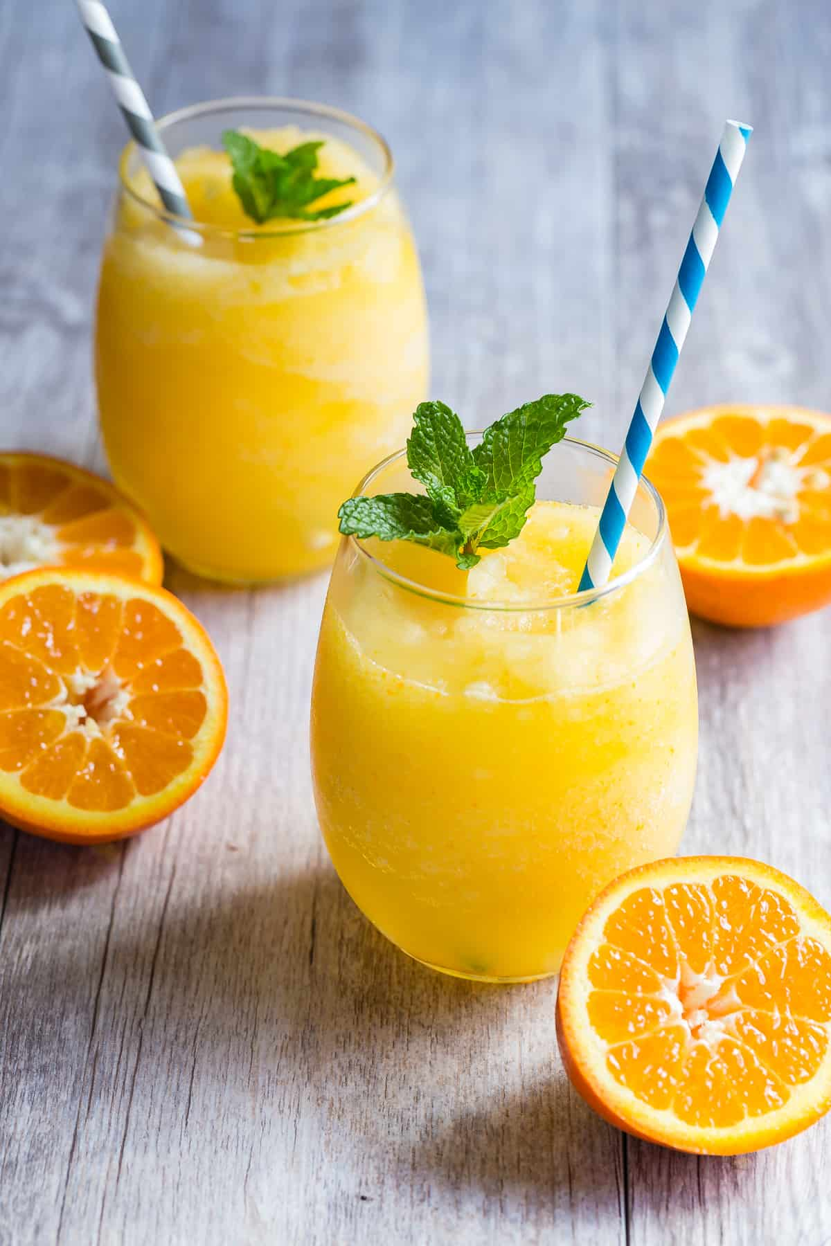Frozen Prosecco mixed with freshly squeezed orange juice and blended for a slushy like consistency. This is one easy drink that you have to make this summer!