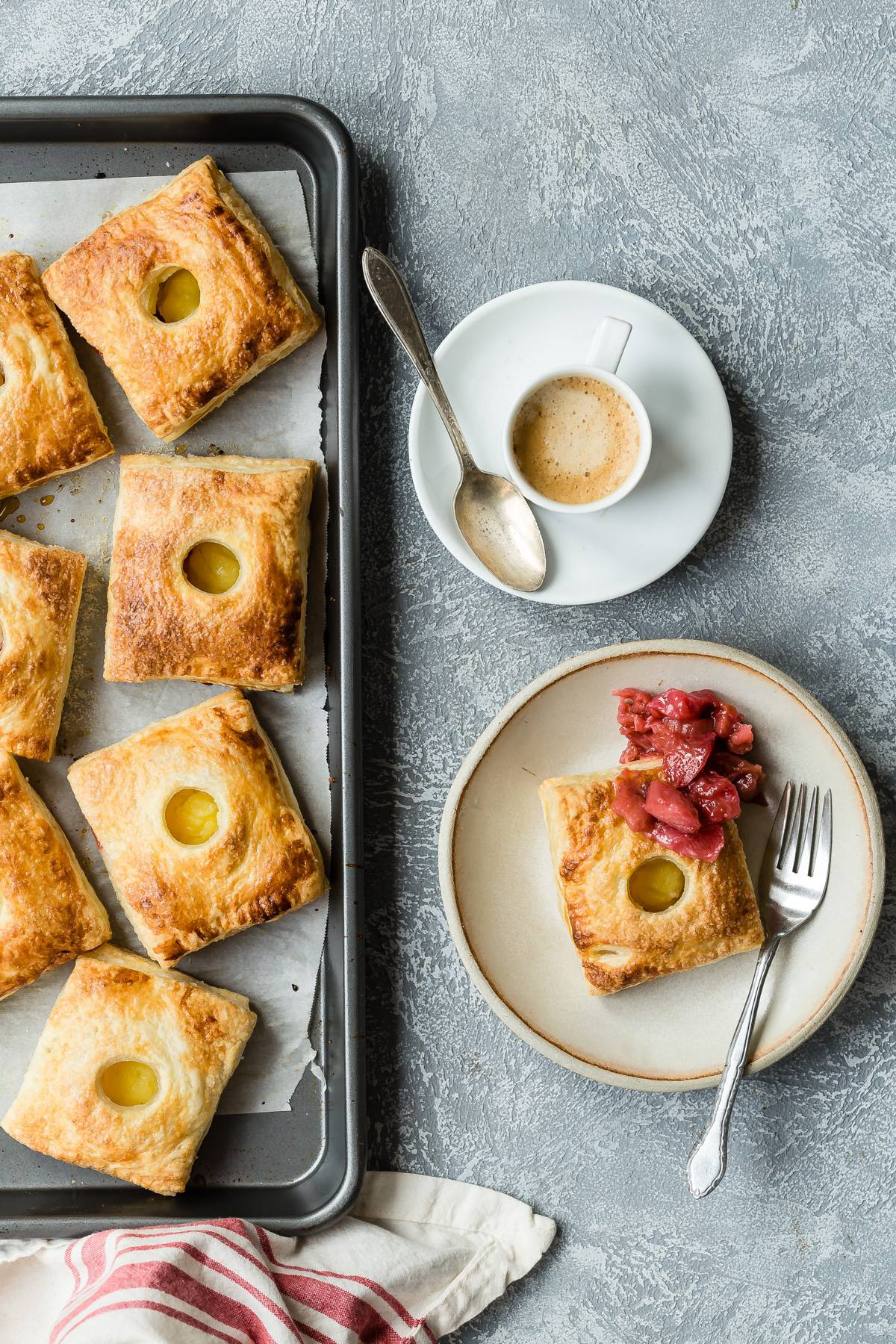 Delicious flaky puff pastry hand pied stuffed with rhubarb and custard! These are perfect for Easter brunch! #handpies #pie #easter #brunch #puffpastry