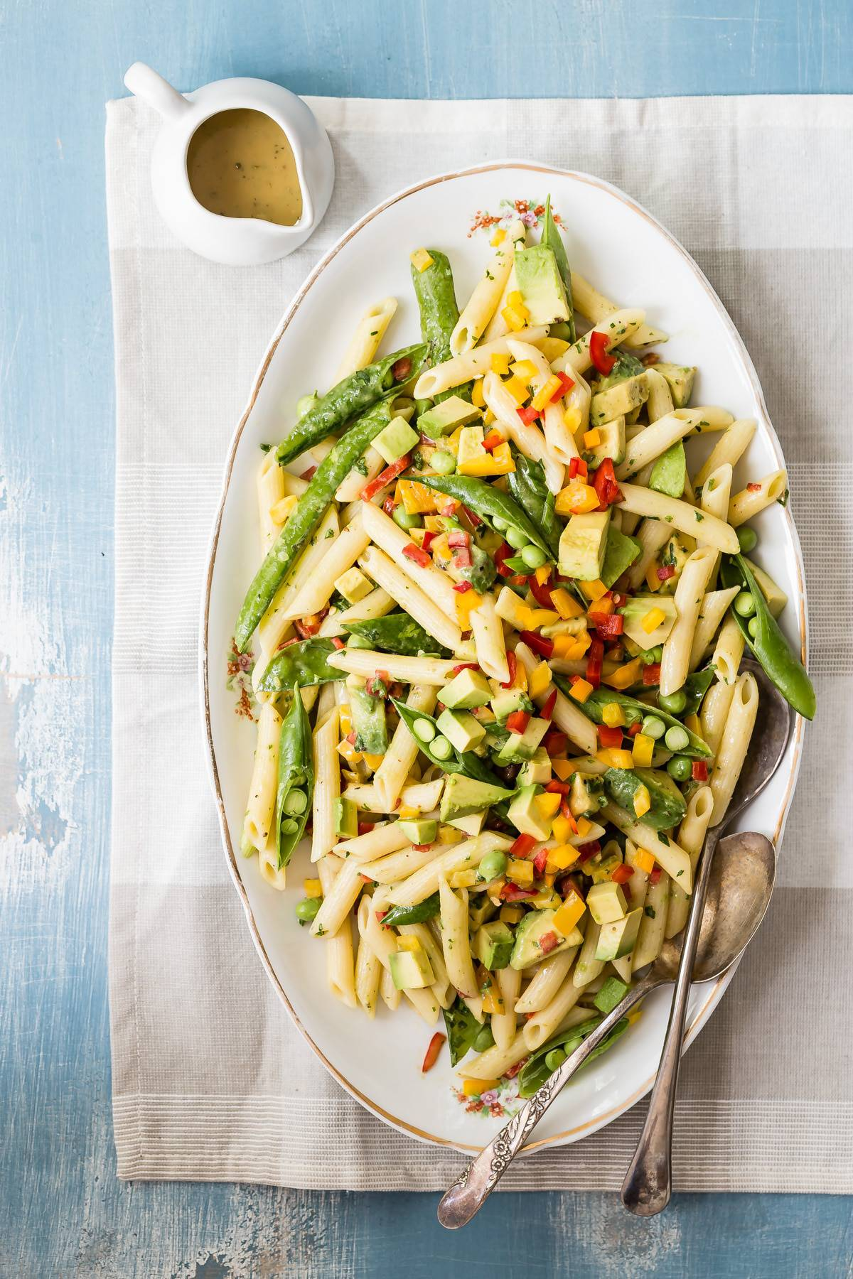 A fresh tasting and delicious avocado pasta salad tossed with a honey dijon mustard dressing. Easy to make and guaranteed to be loved by everyone! #salad #pasta #recipe #potluck #honeymustard #saladdressing #foodnessgracious