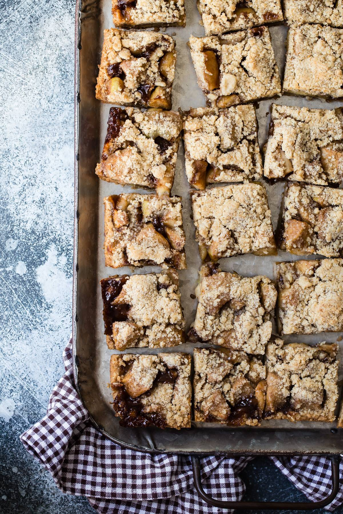 Tasty apple pie bars for fall