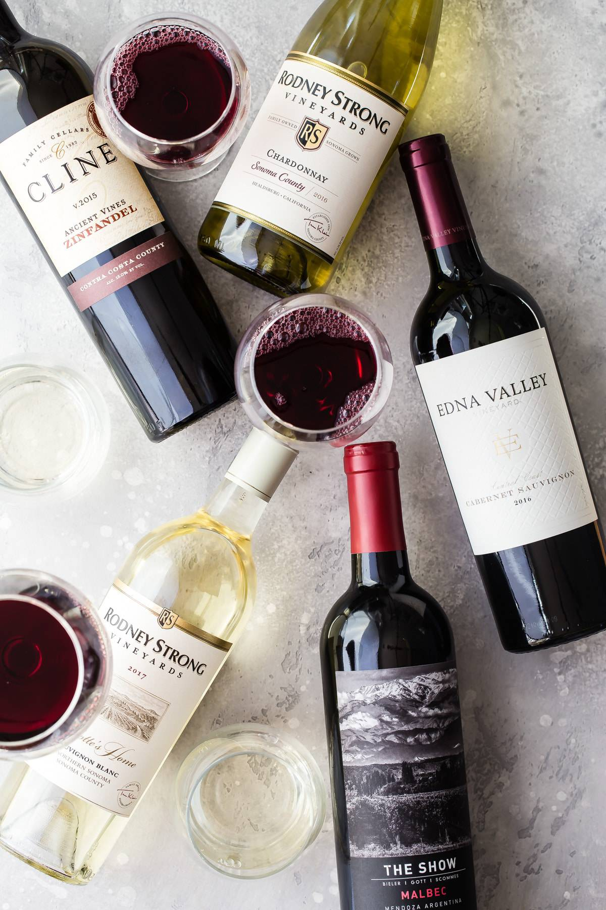 Check out my five awesome wine choices for the holidays! These are all under $15 and pair well with so many different foods! #wine #holidays #thanksgivingtips #christmasdinner #wineratings #awesomewine #foodnessgracious