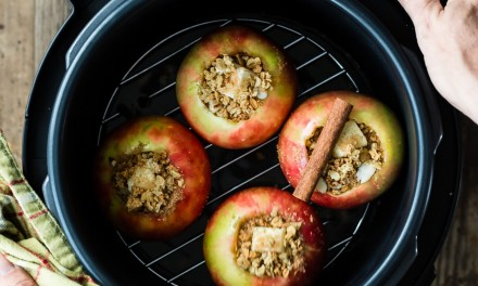 Baked Apples with Cinnamon and Brown Sugar