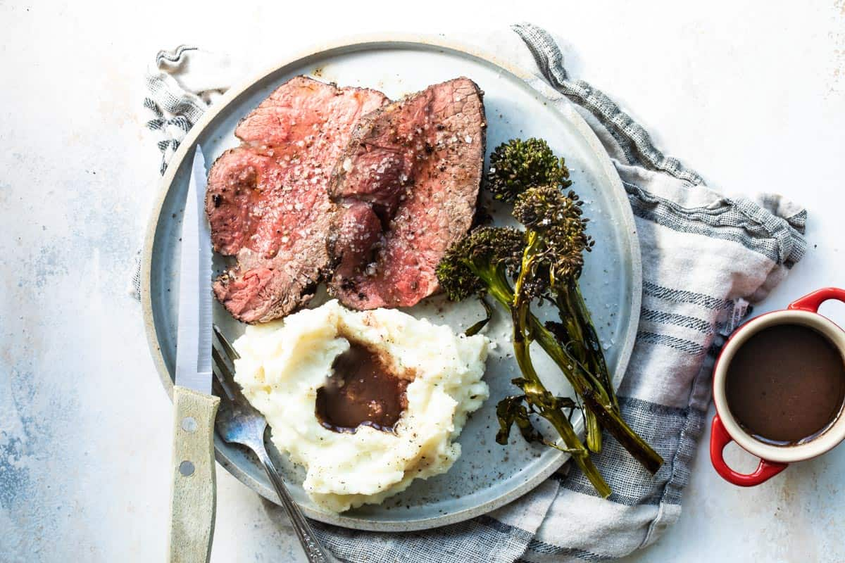 Black Pepper Crusted Roast Beef Tenderloin