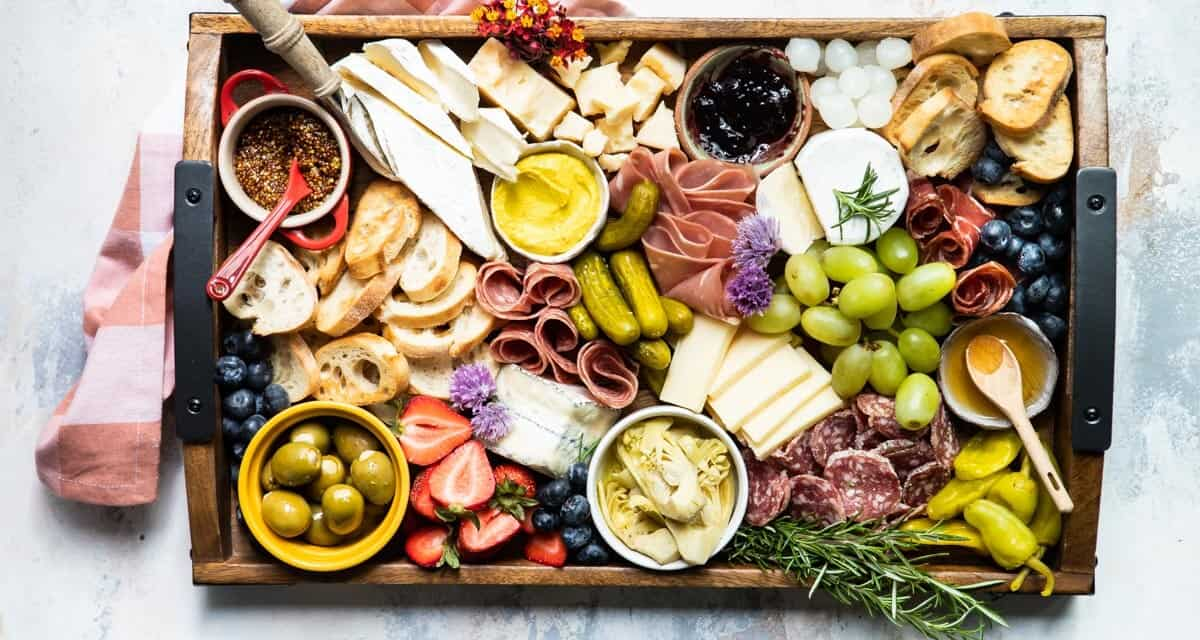 How To Make an Easy Charcuterie Platter